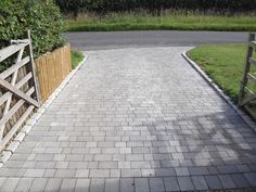 Precious Tips for Outdoor Gardens - Modern Driveway Paving Stones, Imprinted Concrete Driveway, Cobbled Driveway, Block Paving Driveway, Cobblestone Driveway, Concrete Driveways, Front Driveway Ideas, Garden Ideas Driveway, Driveway Design