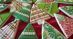 Decorated Christmas tree cookies, sugar cookies rolled out or cut out (Christmas Bake Trees) Christmas Tree Cutting, Christmas Tree Cookies, Holiday Cookies, Christmas Desserts, Christmas Treats, Fancy Cookies, Cute Cookies, Whimsical Christmas Trees, Galletas Cookies