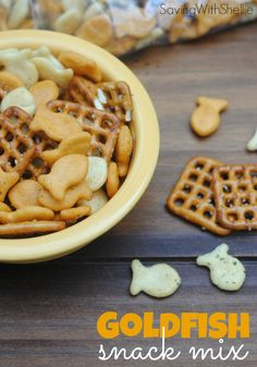 Zesty Ranch Goldfish Snack Mix Stuck in a snack rut? Whip up a batch of this Zesty Ranch Goldfish Snack Mix and your kids will be clamoring for more. Perfect after school treat for the first week of school! Lunch Snacks, Yummy Snacks, Yummy Treats, Healthy Snacks, Yummy Food, Lunches, Appetizer Recipes, Snack Recipes, Appetizers