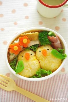 Birds of a feather flock together at lunch  #Japanese parrot #bento