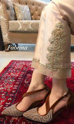 Pakistani Formal Dresses, Pakistani Fashion Casual, Pakistani Dress Design, Pakistani Outfits, Velvet Dress Designs, Girls Frock Design, Indian Bridal Outfits, Frocks For Girls, Designs For Dresses