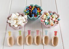 Palas de madera y de diferentes colores y tamaños para decorar tu mesa de #dulces. #Decoración para #Fiestas, #Cumpleaños, #Bodas, #BabyShower, #Comuniones, #FiestasInfantiles, etc