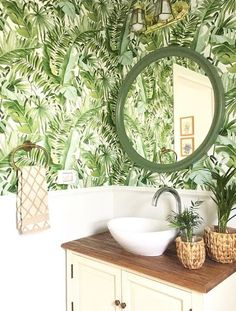 Palm leaves Banana Leaf White Green Tropical Wallpaper - Pete's House Zen Bathroom, Bathroom Colors, Bathroom Sets, White Bathroom, Modern Bathroom, Master Bathroom, Tropical Bathroom Decor, Green Bathroom Decor, Design Bathroom
