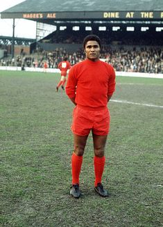 Sport, Football, pic: Eusebio, the Benfica and Portugal star (Photo by Bob Thomas/Getty Images) World Football, Football Soccer, Football Players, Retro Football, Soccer Stars, Sports Stars, Arnold Bodybuilding, Ballon D'or, Most Popular Sports