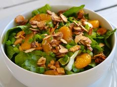 Enjoy this tossed salad with candied almonds, mandarin oranges and romaine lettuce. A pleasing nod to taste and texture, too. Lettuce Salad Recipes, Vegetarian Salad Recipes, Healthy Recipes, Mandarin Orange Salad, Mandarin Oranges, Great Recipes, Dinner Recipes, Yummy Recipes, Favorite Recipes