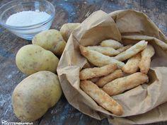 Fonzies fatti in casa con patate lesse e formaggio grattuggiato cotti nel forno. I vostri figli li adoreranno! Che bello preparare questi stuzzichini!