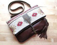 Arazzo della frizione in pelle, Pochette in pelle tribale, bohemien chic borsa, sacchetto di kilim, piegare sulla frizione, borsa a tracolla in pelle, VitalTemptation