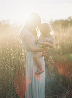 Natural outdoor family shoot | Mom & little girl Photography: Rylee Hitchner