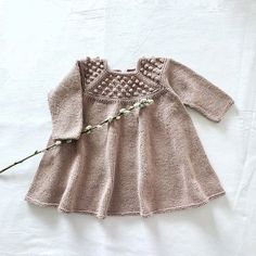 - Roxy Dress - The English version of our Roxy Dress pattern will soon be updated with a romper version. Knitting For Kids, Baby Knitting, Cool Patterns, Dress Patterns, Big Knit Blanket, Big Knits, Knit Dress, Knit Crochet, Girls Dresses