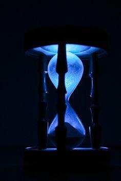 El tiempo no se detiene, incluso en la oscuridad / Time doesn't stop, even in the darkness by Carlos 'Drakkar' Ortiz