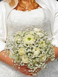 Bouquet velo da sposa e ranuncoli