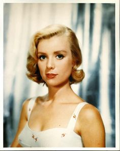 Inger Stevens - Swedish-American film, television and stage actress. Cremated, Ashes scattered at sea. Hollywood Glamour, Hollywood Stars, Hollywood Actresses, Classic Hollywood, Old Hollywood, Actors & Actresses, Hollywood Hills, Female Actresses, Inger Stevens