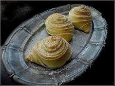 Meglátni és megszeretni egy pillanat műve volt ezeket az azerbajdzsáni péksüteményeket. Annyira, hogy lemondtam egy délutáni programot...