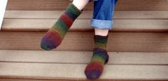 Many crocheters think they cannot make socks. Here are 3 nice crochet sock patterns that you can use to make your own handmade socks that will keep your feet toasty and warm. Knitting Blogs, Free Knitting, Knitting Patterns, Crochet Patterns, Knitting Ideas, Knitting Socks, Crochet Socks Pattern, Crochet Slippers, Crochet Stitches
