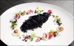 Wuttisak Wuttiamporn - Phuket - L'art de dresser et présenter une assiette comme un chef de la gastronomie... > http://visionsgourmandes.com Offrez-vous mon prochain livre, déjà disponible en pré-achat... > http://visionsgourmandes.com/?page_id=7611 . Partagez cette photo... ...et adhérez à notre page Facebook... > http://www.facebook.com/VisionsGourmandes . #gastronomie #gastronomy #chef #cook #presentation #presenter #decorer #plating #recette #food #dressage #assiette