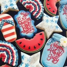 Happy 4th of July! Enjoy these delicious and beautiful desserts that are worthy of Instagram. Celebrate your party with food that works as decorations as well. Get some 4th of July cookie ideas and inspirations here with these pictures. Celebrate the day with the flag, fireworks, and stars! #4thofjuly #cookies