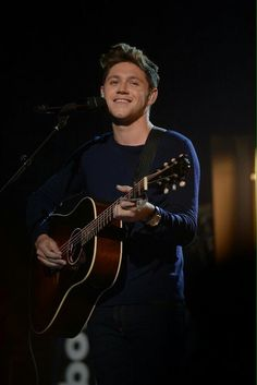 Niall Horan performing at Dick Clark's New Year's Rockin Eve 2017