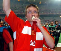 PIC BY COLIN LANE ISTANBUL, TURKEY - WEDNESDAY, MAY 25th, 2005: the UEFA Champions League Final at the Ataturk Olympic Stadium, Istanbul. (Pic by Colin Lane)...smicer     #Champions
