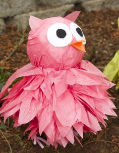 DIY Tissue Pom Owls - These would be awesome in different colors at Halloween.