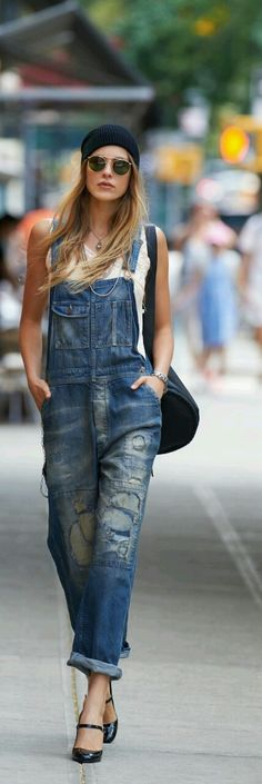 Love this look! #overalls follow me on Instagram @aliparadiso ✔ #fashion #streetstyle