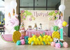 Hawaii Cake, Arwen, Luau, First Birthdays, Flamingo, Hawaiian, School Ideas, Flamingo Bird, One Year Birthday
