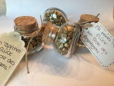 Hier gibt's ganz viel Glück für euch :) Die kleinen Glastöpfchen sind gefüllt mit gold glitzernden Steinen und kommen mit einem individuell beschrifteten Anhänger zu Euch! Ein tolles...