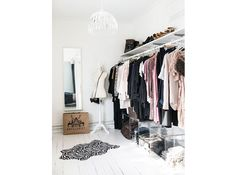 8.vado-a-vivere-da-sola-armadio-a-vista-camera-da-letto
