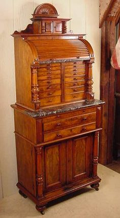 Hub a bub would like this. Vintage Furniture Design, Victorian Furniture, Antique Furniture, Antique Kitchen Cabinets, Wooden Cabinets, Dream Furniture, Cool Furniture, Dental Cabinet, Apothecary Cabinet