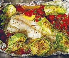 Selecting The Suitable Cheeses To Go Together With Your Oregon Wine Fish With Vegetables Baked In Foil - Good Housekeeping Rice Recipes, Vegetable Recipes, Great Recipes, Chicken Recipes, Dinner Recipes, Healthy Recipes, Healthy Food, Banting Recipes, Baked Vegetables