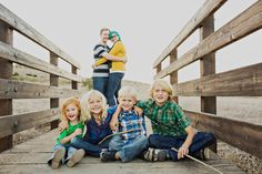 family photo ideas, for different sizes Our family portrait by Sloan Photographers was featured on this blog! how awesome! Plus lots of great ideas for family portraits :-)