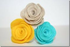 felt flowers with template! May need this to help with my yarn wreath.