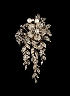 """A large diamond and natural pearl """"""""en tremblant"""""""" corsage brooch. Set in silver and gold with two natural pearls, rose cut diamonds and 38 old mine cut diamonds with total weight of ca. 4,15ct."""