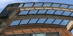 techo casa realizada con lunas (cristales) de Dodge Caravan recicladas