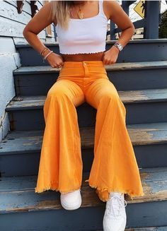 Amazing Cliche Yellow Pants and White Top Outfit To Wear This Fall 2021. Teen Fashion Outfits, Mode Outfits, Retro Outfits, Look Fashion, 90s Fashion, Hippie Outfits, Petite Fashion, Korean Fashion, Fashion Tips