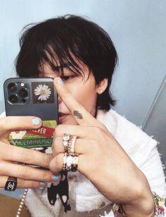 G Dragon Cute, Big Dragon, Bigbang Wallpapers, G Dragon Fashion, Doodle Frames, Kim Heechul, Bigbang G Dragon, Cartoon Wallpaper Iphone, How Big Is Baby
