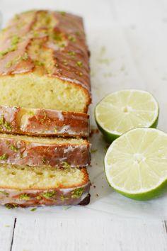 Frisse limoencake met Griekse yoghurt en kokos | Bakrecept