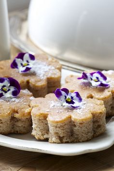 Life Bright:  Spice cake with violets