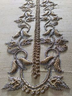 Saree Embroidery Design, Zardosi Embroidery, Embroidery On Kurtis, Embroidery Neck Designs, Tambour Embroidery, Bead Embroidery Patterns, Hand Embroidery Flowers, Hand Work Embroidery, Embroidery On Clothes