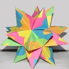 Schöne Sterne zu Weihnachten basteln: Mit unserer Bastelanleitung inklusive Bilder und Video falten Sie einen wunderschönen Bascetta-Stern.