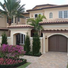 Mediterranean homes – Mediterranean Home Decor House Paint Exterior, Dream House Exterior, Exterior House Colors, Exterior Design, Mediterranean Homes Exterior, Mediterranean House Plans, House Outside Design, House Front Design, Classic House Design