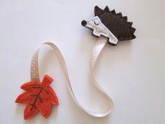 Bookmark with felt Hedgehog, ribbon and leaf - Felt bookmark - Fall gift - Gift for Readers/ children/ teachers - Children Favors Crafts For Boys, Diy Crafts For Gifts, Felt Crafts, Creative Bookmarks, Felt Bookmark, Gift Ribbon, Felt Purse, Book Markers, Fall Gifts