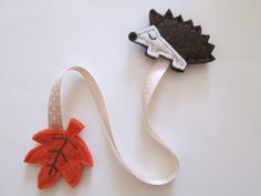 Bookmark with felt Hedgehog, ribbon and leaf - Felt bookmark - Fall gift - Gift for Readers/ children/ teachers - Children Favors