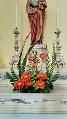 Eglise of Saint Louvre – church decorations – Church of Saint Louvre – church decorations – Easter Flower Arrangements, Beautiful Flower Arrangements, Floral Arrangements, Beautiful Flowers, White Wedding Decorations, Altar Decorations, Deco Floral, Arte Floral, Contemporary Garden Design