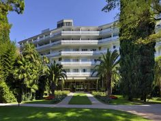 Il soggiorno si effettuerà nel rinomato Hotel du Lac et du Parc.
