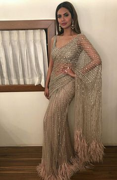 credits to: ! love this sari Indian Wedding Outfits, Pakistani Outfits, Indian Outfits, Indian Wedding Sari, Bridal Sari, Bollywood Outfits, Indian Party, Indian Bridal Wear, Bollywood Saree