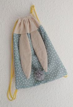 Sac à dos lapin; Tuto sac à dos Wine Bottle Crafts, Mason Jar Crafts, Mason Jar Diy, Diy Projects To Try, Sewing Projects, Sewing Tips, Sewing Hacks, Sewing Tutorials, Bag Tutorials