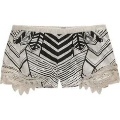 im so in love with this shorts, im just not sure that the pattern is in such a good location..