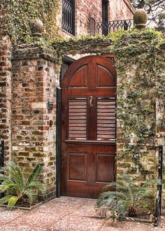 Love architecture in downtown Savannah. Full of green hedges, old wooden doors and iron gates. some original gas lamps Savannah, GA courtyard entry. Grand Entrance, Entrance Doors, Doorway, Entry Gates, Cool Doors, Unique Doors, Courtyard Entry, Architecture Design, Closed Doors