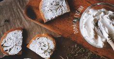 Lučina je mäkký nezrejúci nátierkový syr, ktorý si pomocou tohto receptu hravo pripravíte aj doma. Domáca lučina, jednoduchý recept ako postupovať