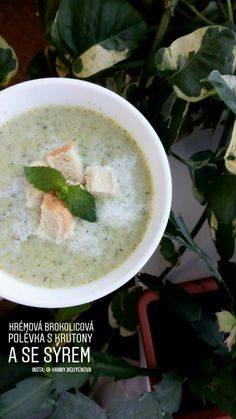 Creamy broccoli soup with cheese